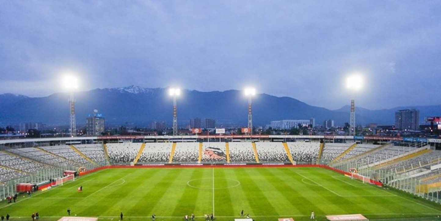 Estadio Monumental en el atardecer